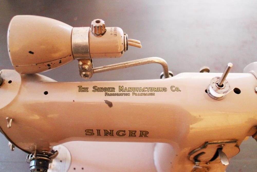 Rare machine coudre singer vintage de 1957 mod le 191b for Machine a coudre nature et decouverte