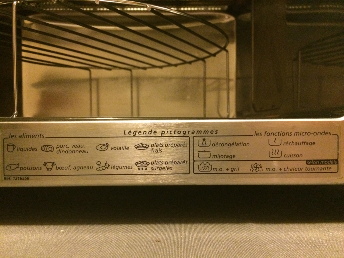 micro-ondes / grill brandt 900w / 1550w 24l plateau tournant 30 cms