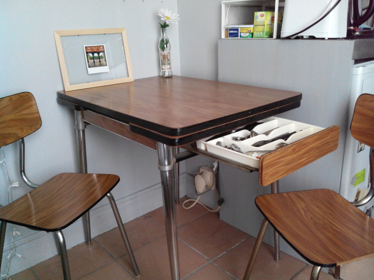 Table Formica 2 Chaises Luckyfind