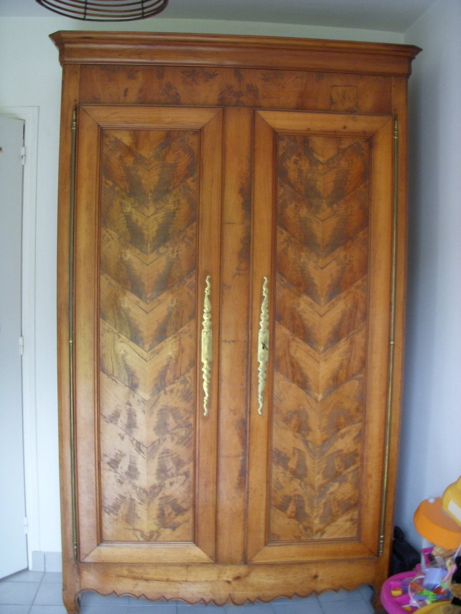 armoire ancienne luckyfind. Black Bedroom Furniture Sets. Home Design Ideas