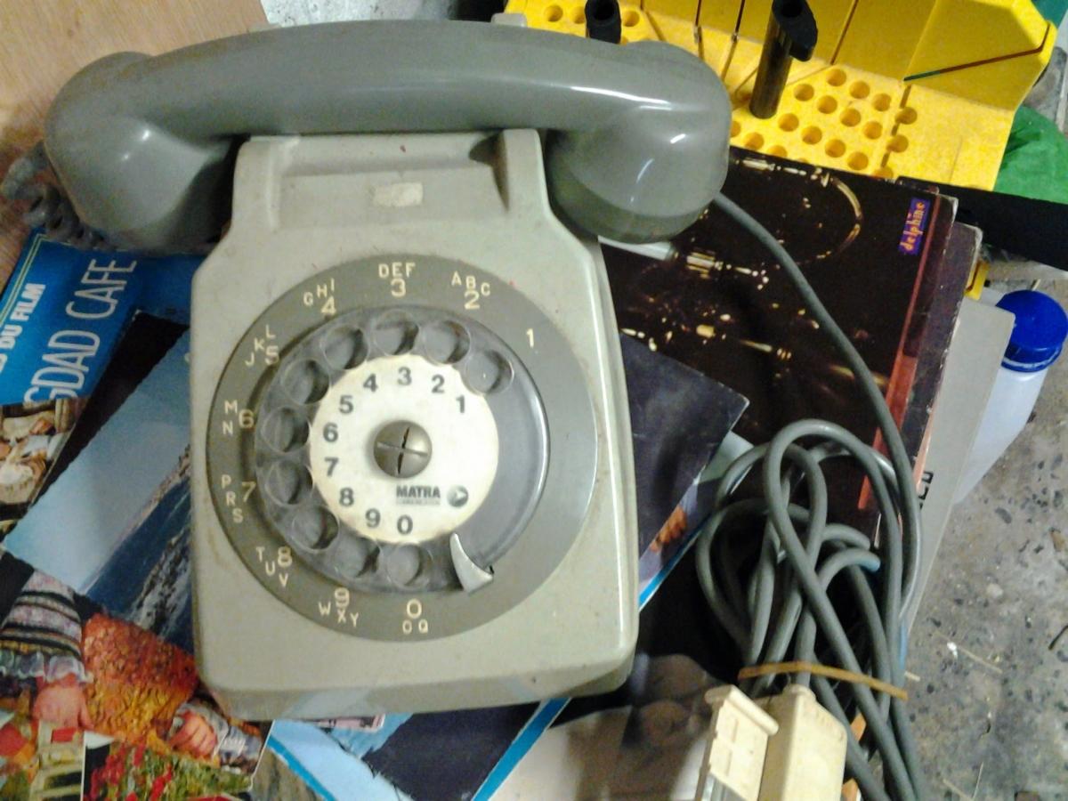 telephone gris ann e 80 luckyfind. Black Bedroom Furniture Sets. Home Design Ideas