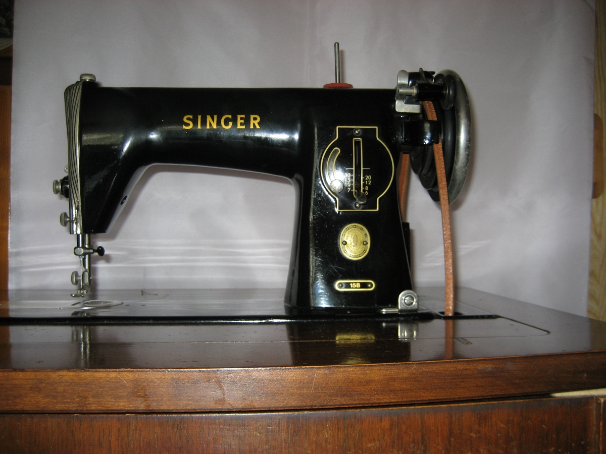 ancienne machine a coudre singer luckyfind. Black Bedroom Furniture Sets. Home Design Ideas
