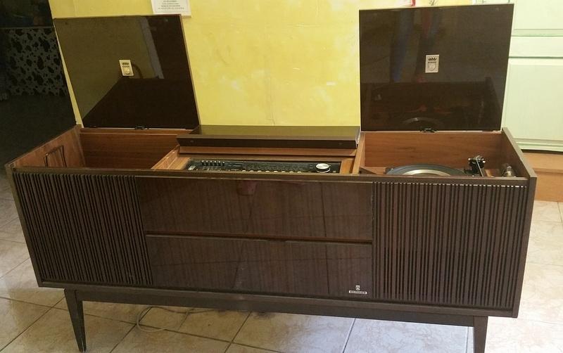 meuble tourne disque vintage grundig luckyfind. Black Bedroom Furniture Sets. Home Design Ideas