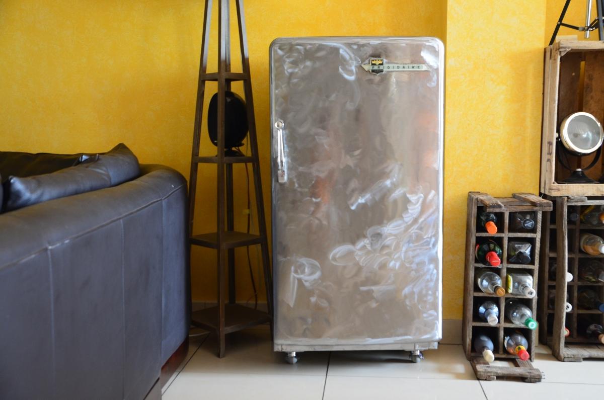 frigo d clin en bar industriel vintage des ann es 50. Black Bedroom Furniture Sets. Home Design Ideas