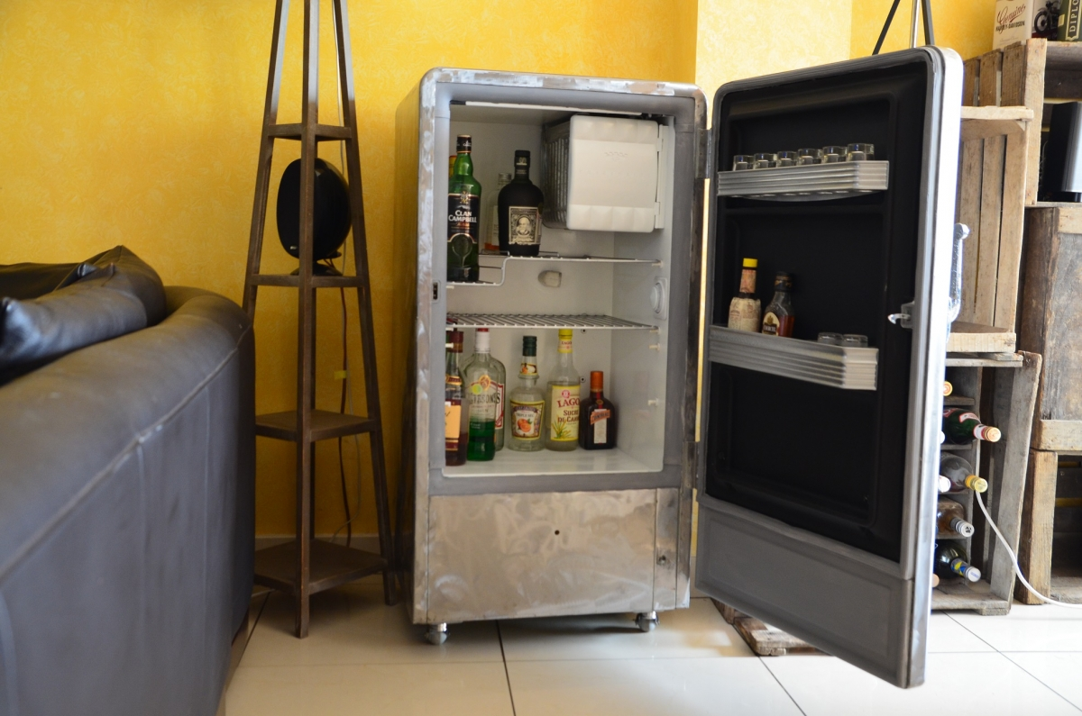 frigo d clin en bar industriel vintage des ann es 50 luckyfind. Black Bedroom Furniture Sets. Home Design Ideas