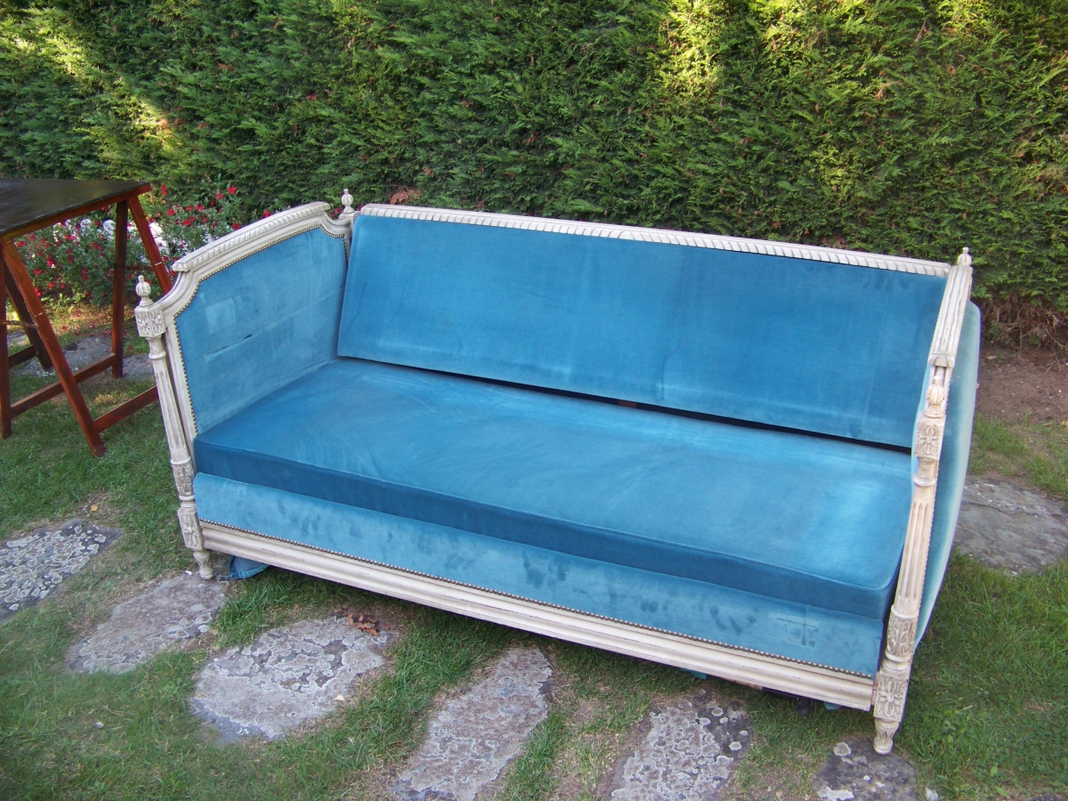 canape lit style louis xvi velours bleu luckyfind. Black Bedroom Furniture Sets. Home Design Ideas