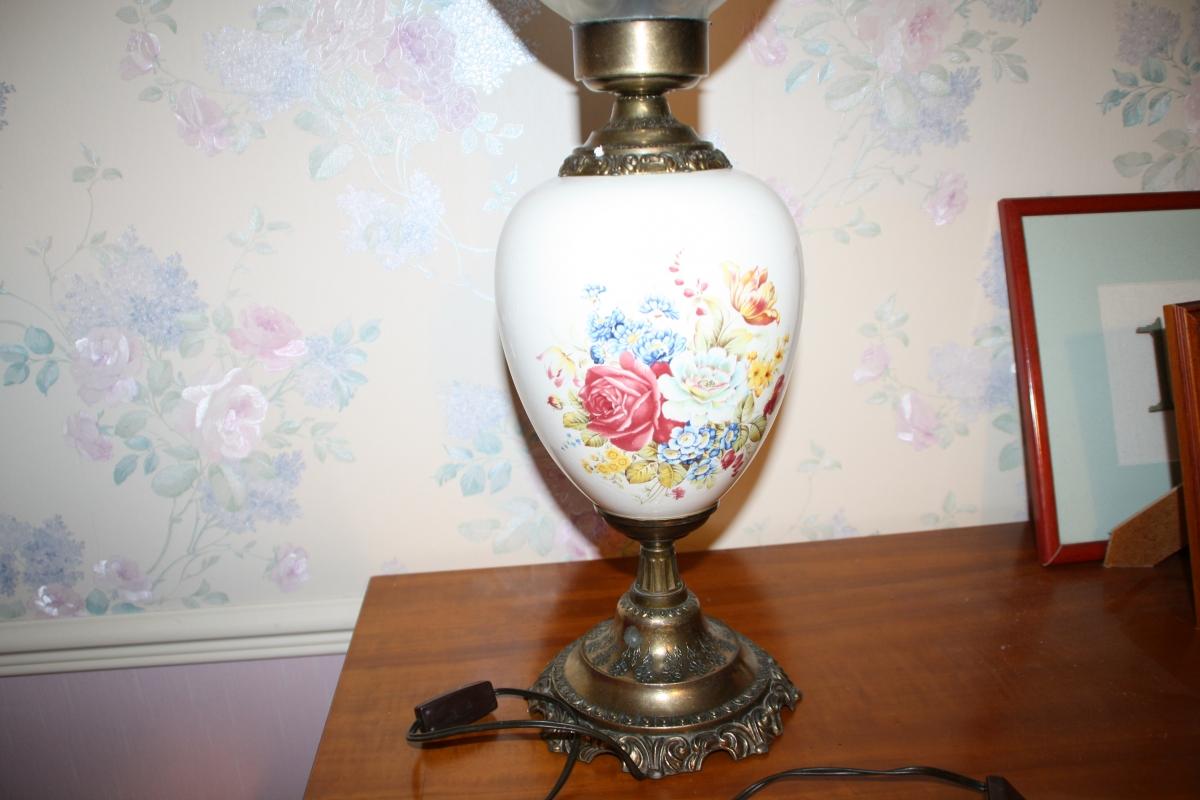 Lampe Ancienne Porcelaine Et Laiton Anterieure Aux Annees 60 Luckyfind