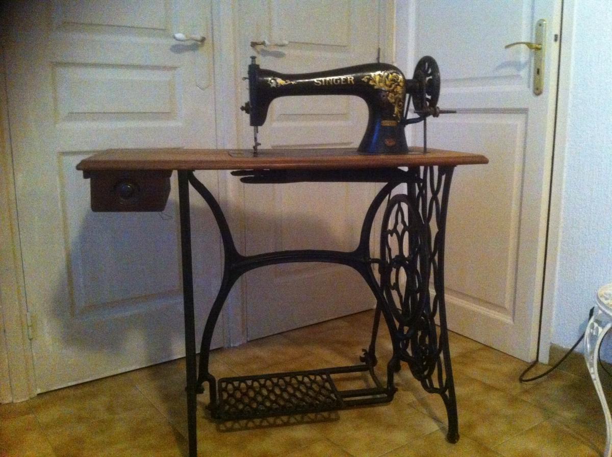machine a coudre singer luckyfind. Black Bedroom Furniture Sets. Home Design Ideas