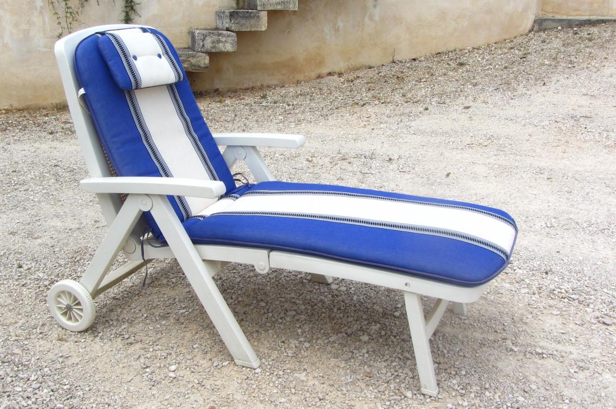 lit bain de soleil avec coussin luckyfind. Black Bedroom Furniture Sets. Home Design Ideas