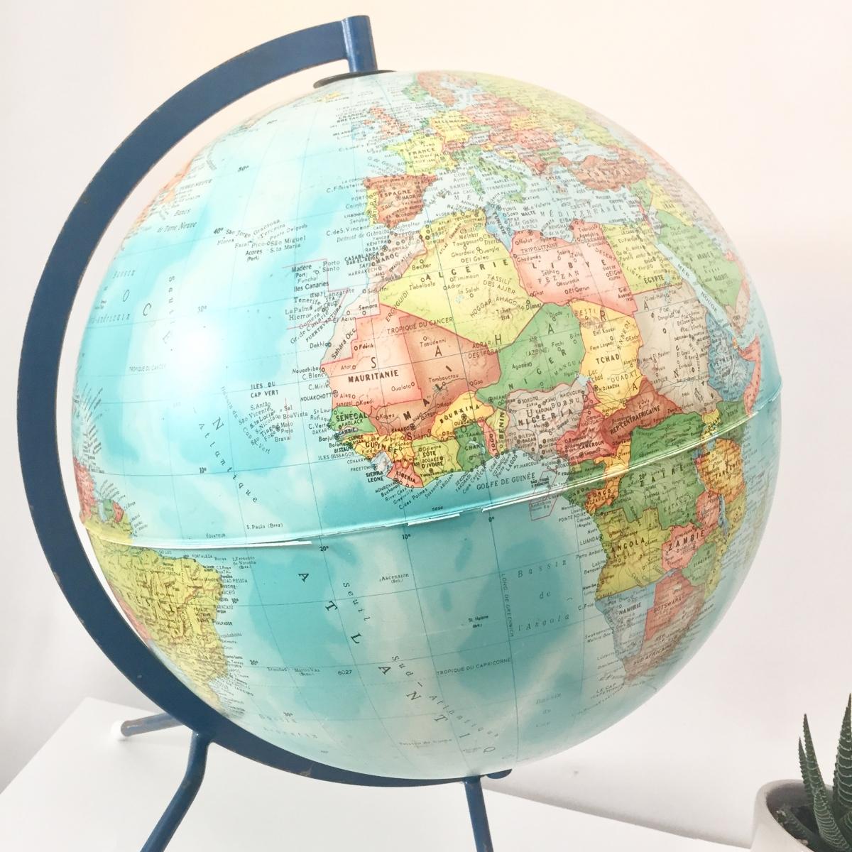 globe terrestre vintage tripode luckyfind. Black Bedroom Furniture Sets. Home Design Ideas
