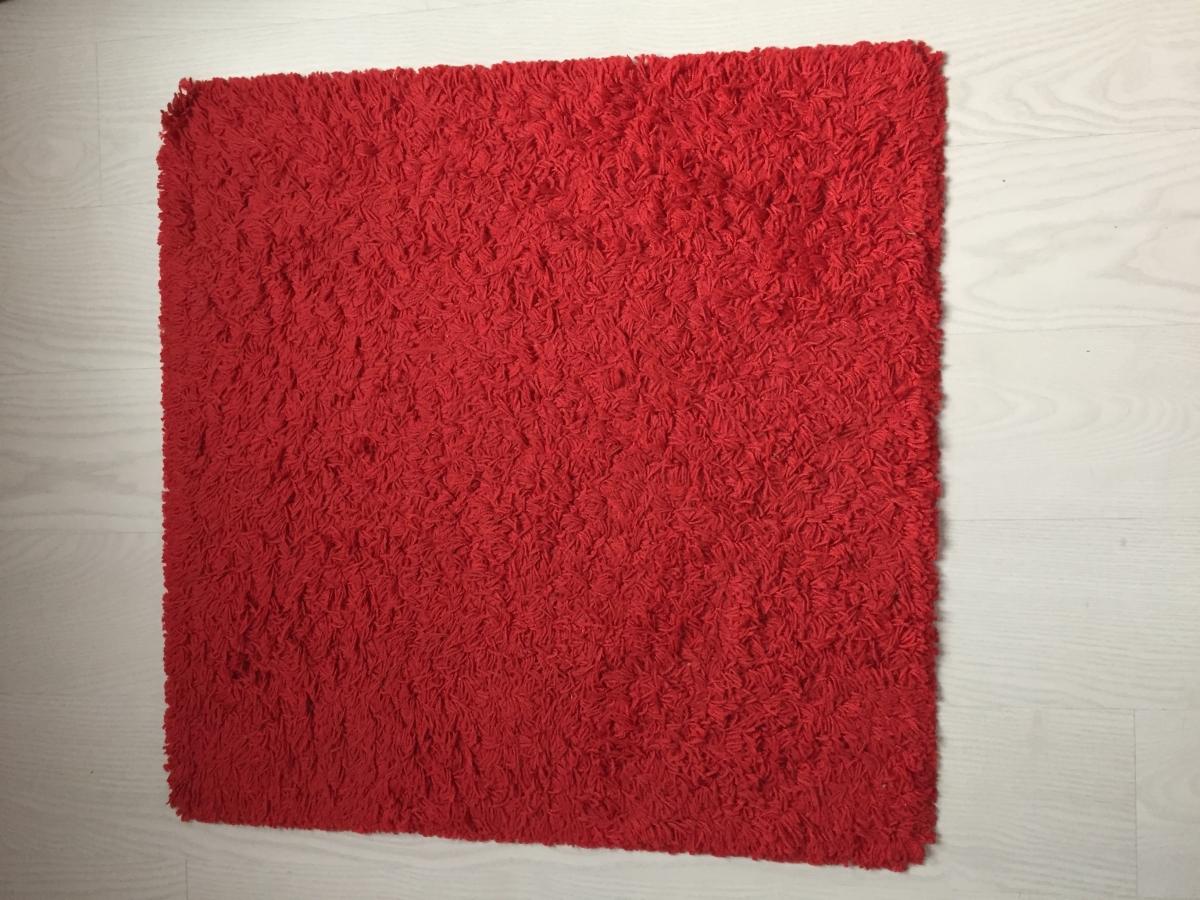 tapis carr rouge luckyfind. Black Bedroom Furniture Sets. Home Design Ideas