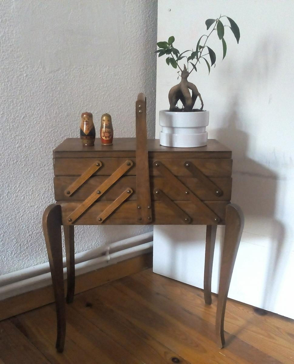 jolie travailleuse en bois vintage luckyfind. Black Bedroom Furniture Sets. Home Design Ideas