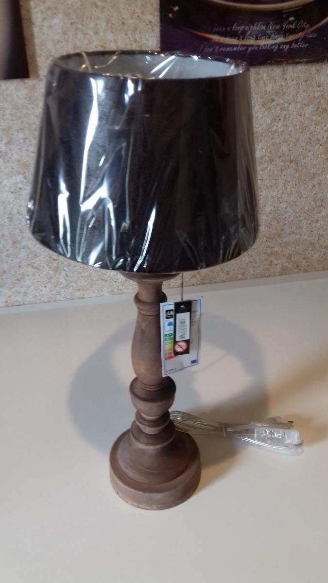 lampe de table bois aspect cuir luckyfind. Black Bedroom Furniture Sets. Home Design Ideas