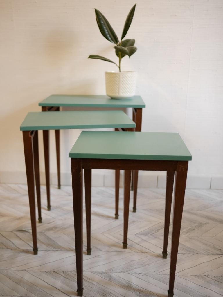 tables gigognes vintage luckyfind. Black Bedroom Furniture Sets. Home Design Ideas