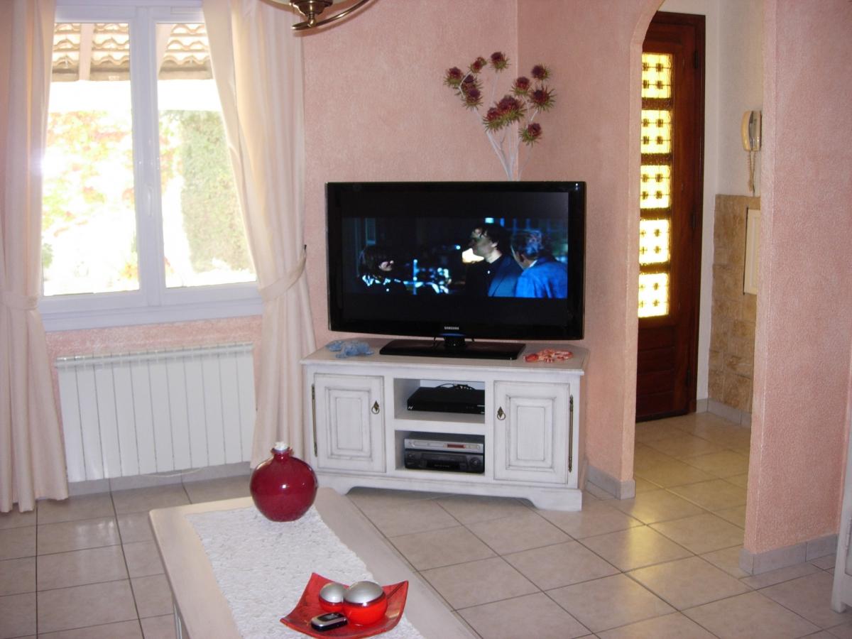 Meuble tv blanc luckyfind for Meuble tv coin conforama