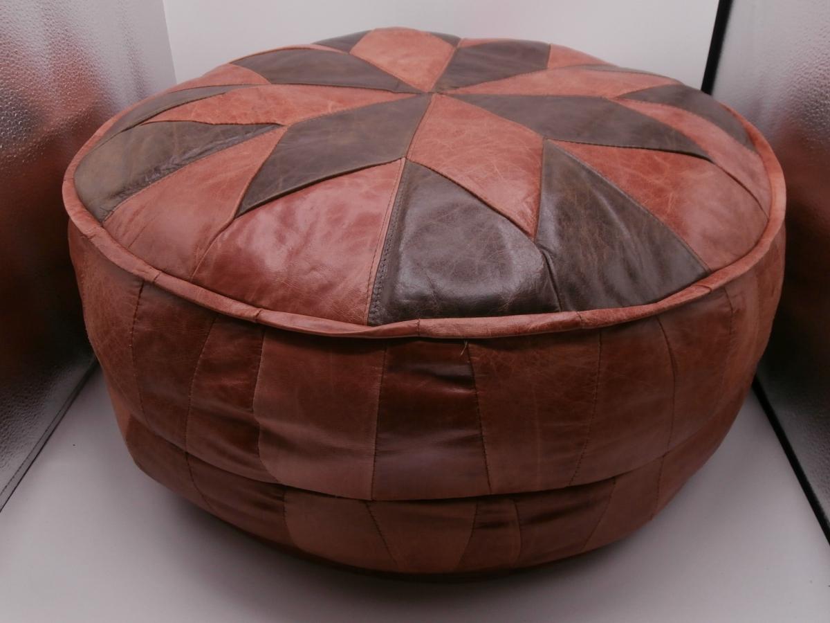 pouf en cuir luckyfind. Black Bedroom Furniture Sets. Home Design Ideas