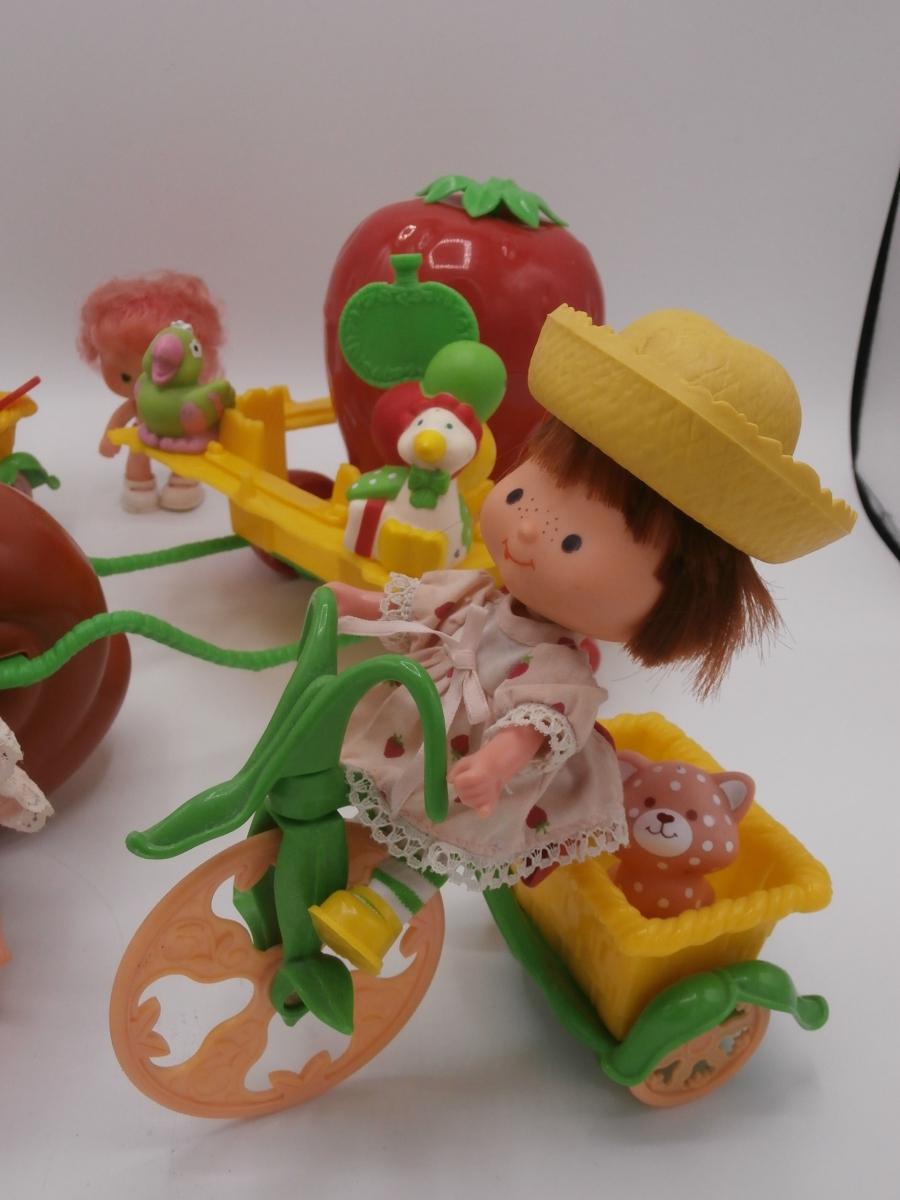 jouets charlotte aux fraises luckyfind. Black Bedroom Furniture Sets. Home Design Ideas