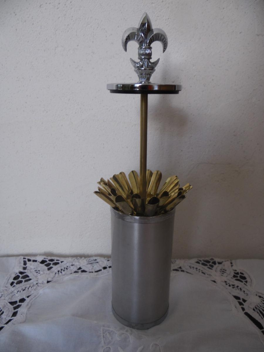 porte cigarettes vintage 70 39 s metal argent deco fleur de lys luckyfind. Black Bedroom Furniture Sets. Home Design Ideas
