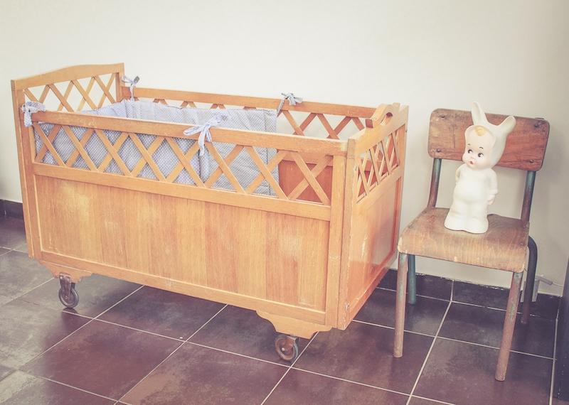 ancien lit roulotte luckyfind. Black Bedroom Furniture Sets. Home Design Ideas