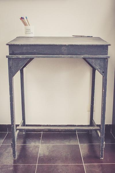 ancien pupitre haut en bois luckyfind. Black Bedroom Furniture Sets. Home Design Ideas