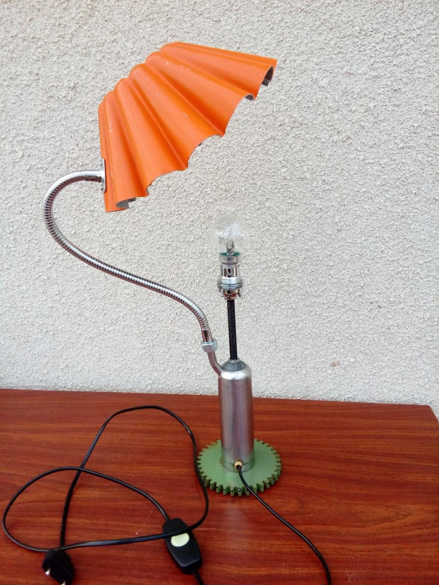 lampe de bureau lampe de chevet pi ce recycl e d tourn e cr ation luminaire unique bonjour. Black Bedroom Furniture Sets. Home Design Ideas
