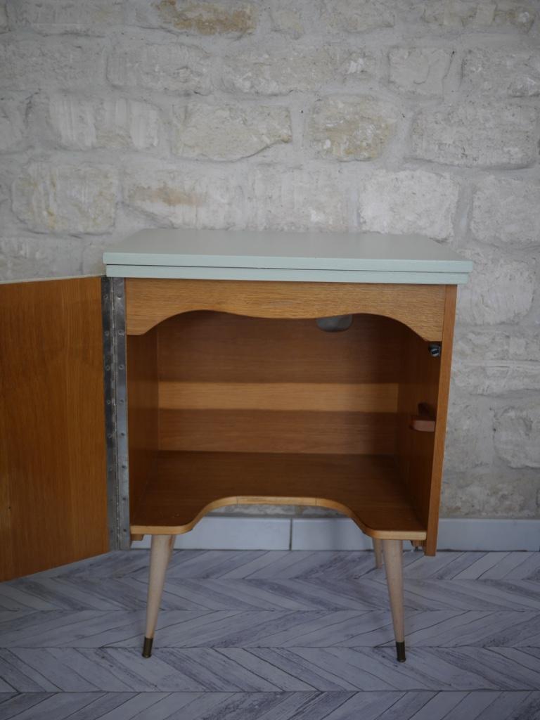 grand chevet petite table tv vintage luckyfind. Black Bedroom Furniture Sets. Home Design Ideas
