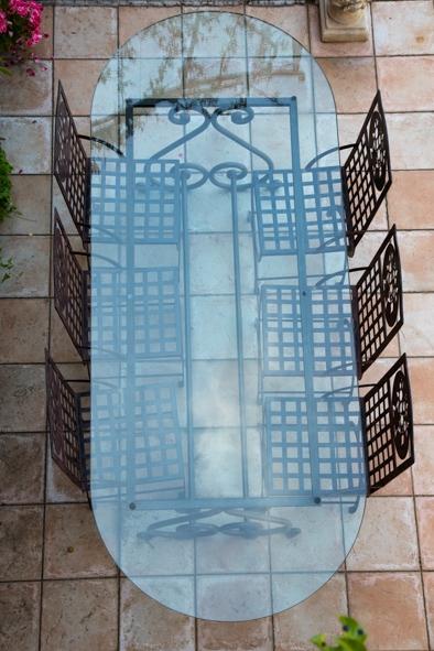 Grande table ovale de jardin avec plateau de verre luckyfind for Grande table en verre