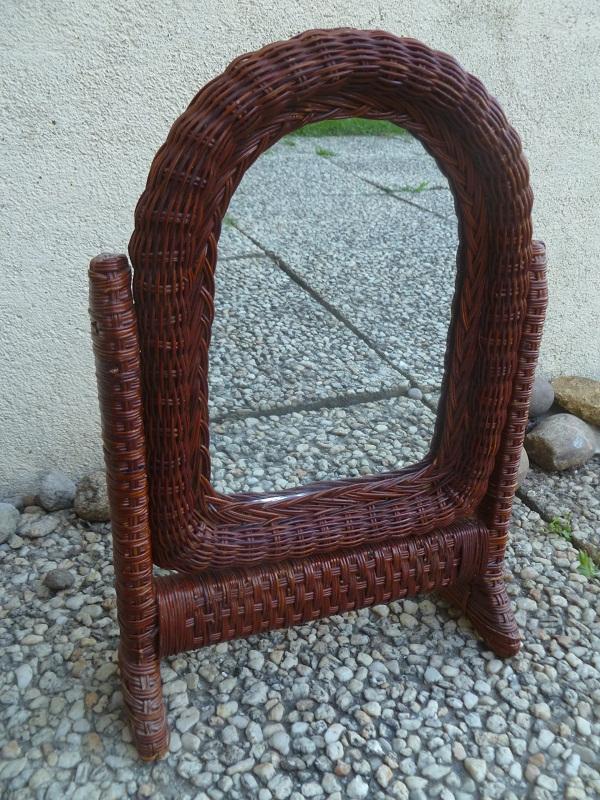 Miroir pivotant a poser en rotin luckyfind for Miroir pivotant