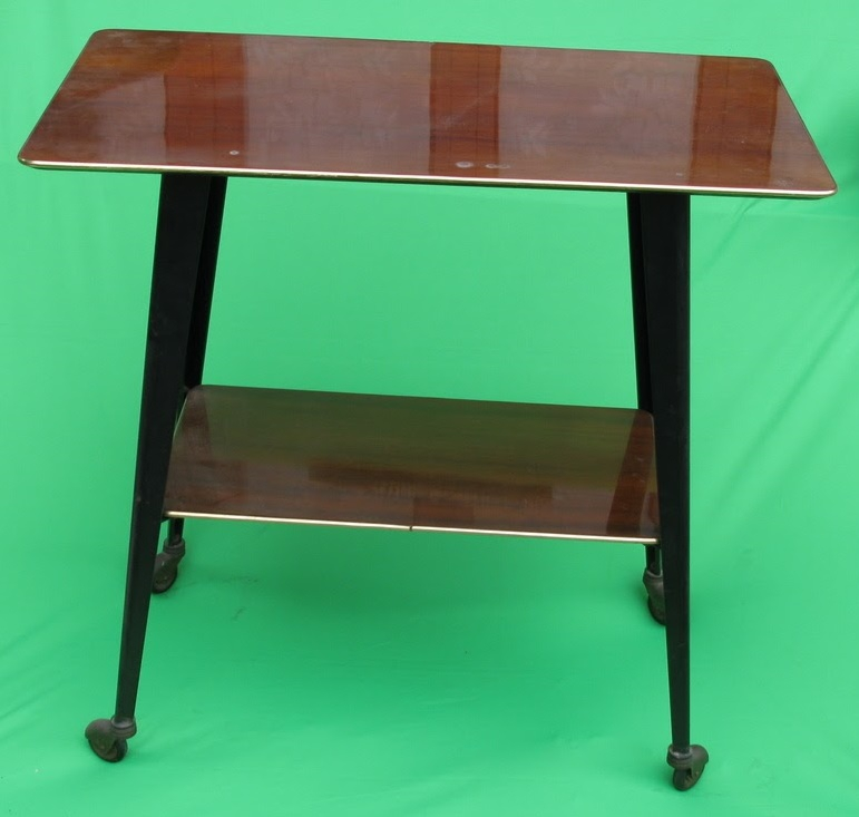Table de t l vision roulette luckyfind - Table tv a roulettes ...