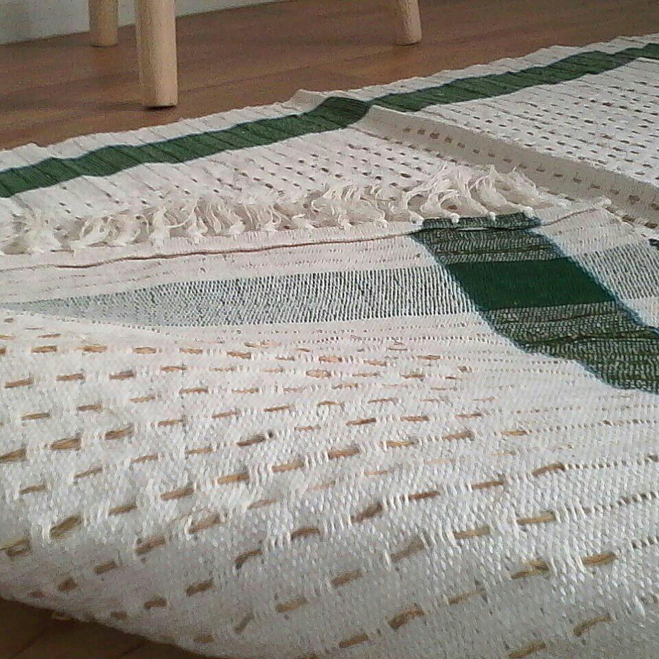 tapis naturelle fait main a la racine de v tiver luckyfind. Black Bedroom Furniture Sets. Home Design Ideas