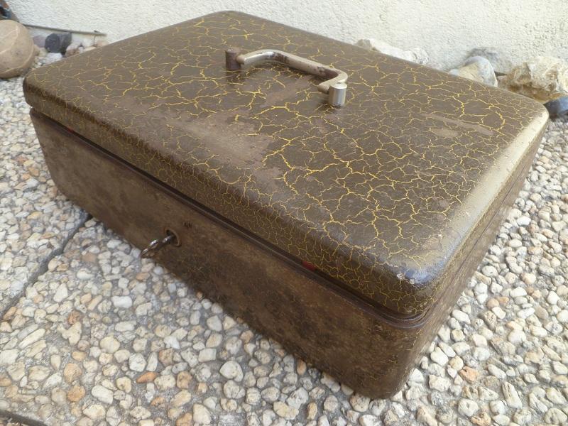ancien coffret caisse coffre fort portable vintage luckyfind. Black Bedroom Furniture Sets. Home Design Ideas