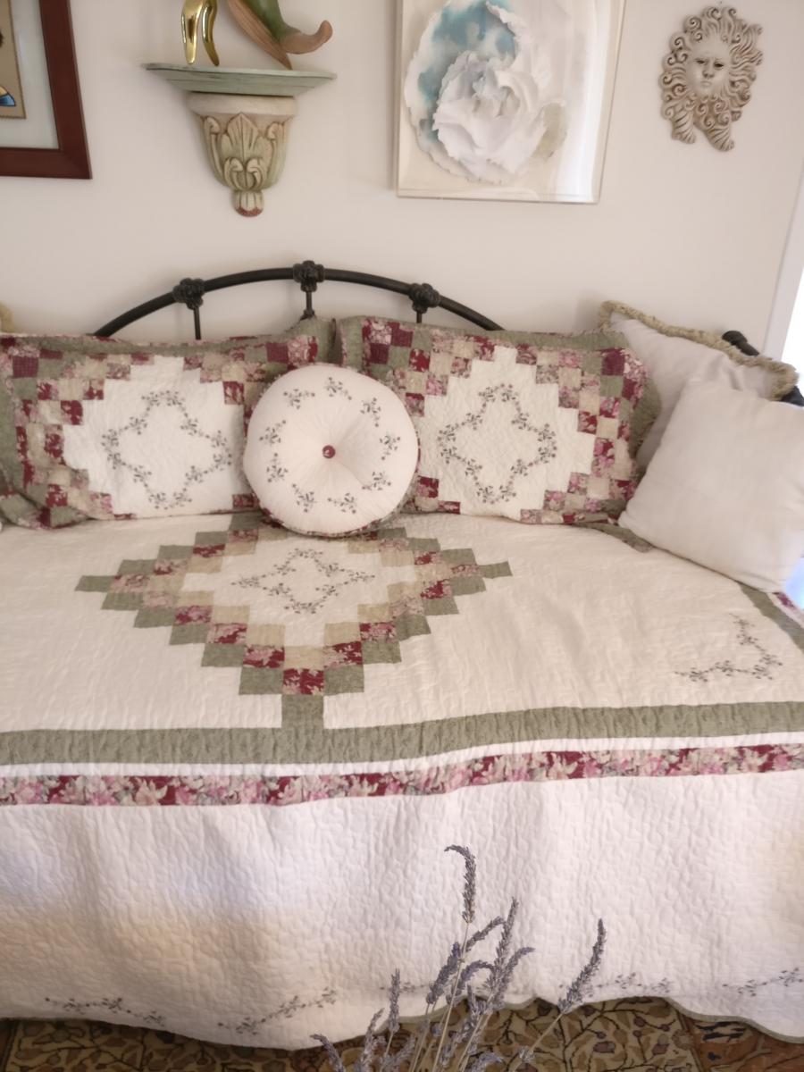 canap lit am ricain en fer forg luckyfind. Black Bedroom Furniture Sets. Home Design Ideas