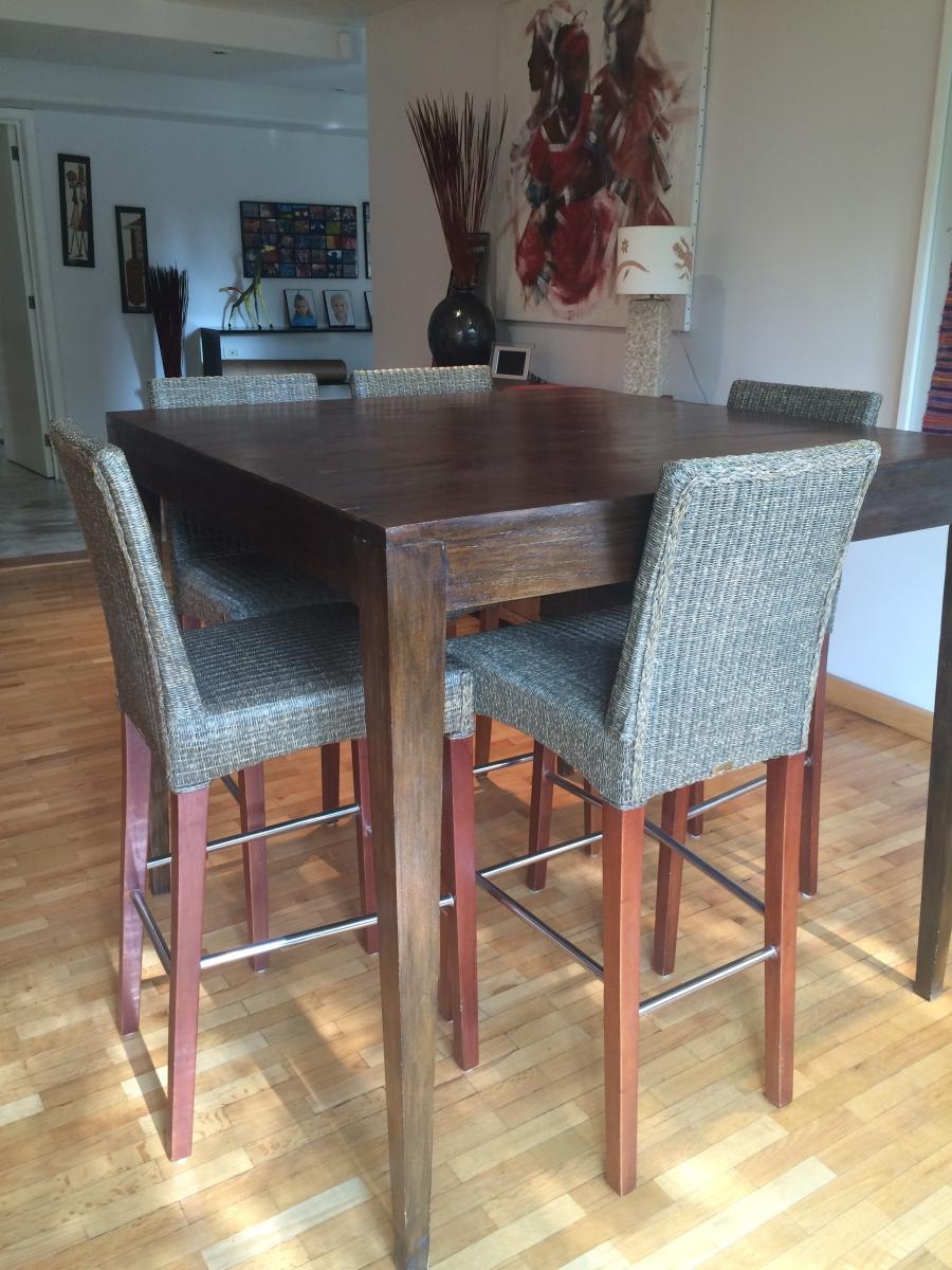 table haute et ses 5 tabourets luckyfind. Black Bedroom Furniture Sets. Home Design Ideas