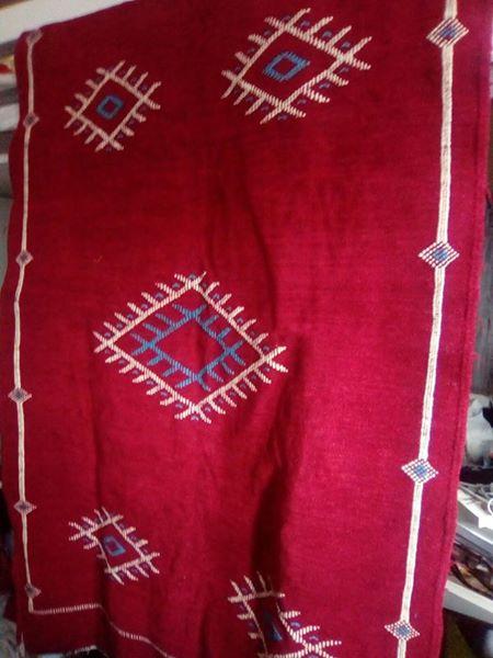 tapis berb re marocain noir et rouge luckyfind. Black Bedroom Furniture Sets. Home Design Ideas