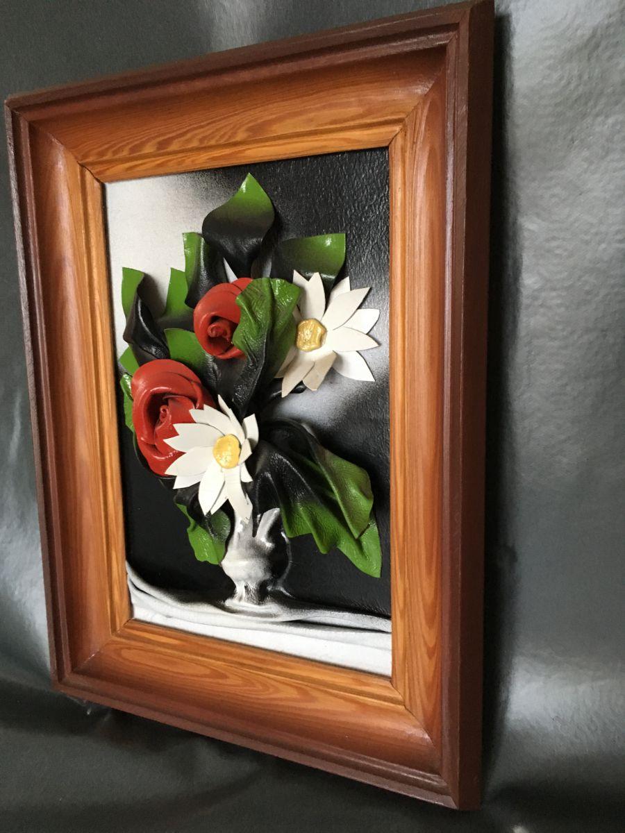 tableau en relief repr sentant luckyfind. Black Bedroom Furniture Sets. Home Design Ideas