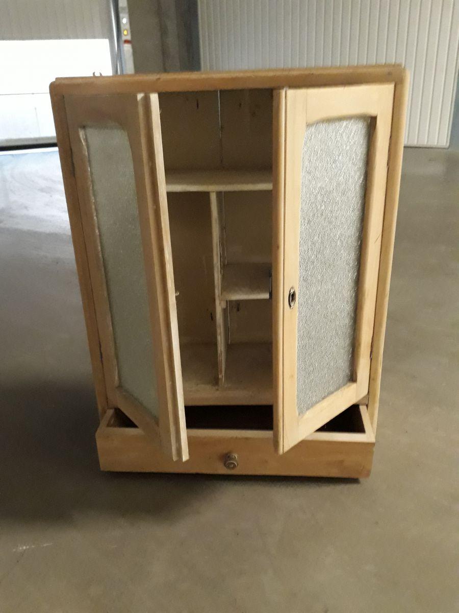 petite armoire de salle de bain luckyfind. Black Bedroom Furniture Sets. Home Design Ideas