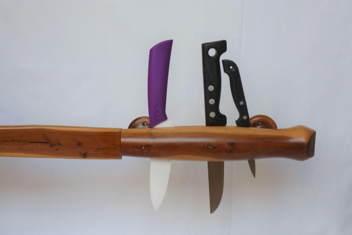 porte couteaux mural en bois d 39 olivier luckyfind. Black Bedroom Furniture Sets. Home Design Ideas