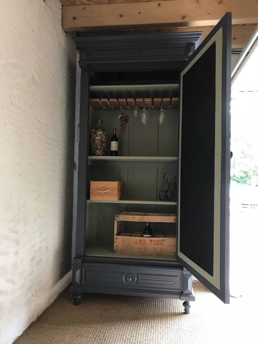 armoire bar vin luckyfind. Black Bedroom Furniture Sets. Home Design Ideas