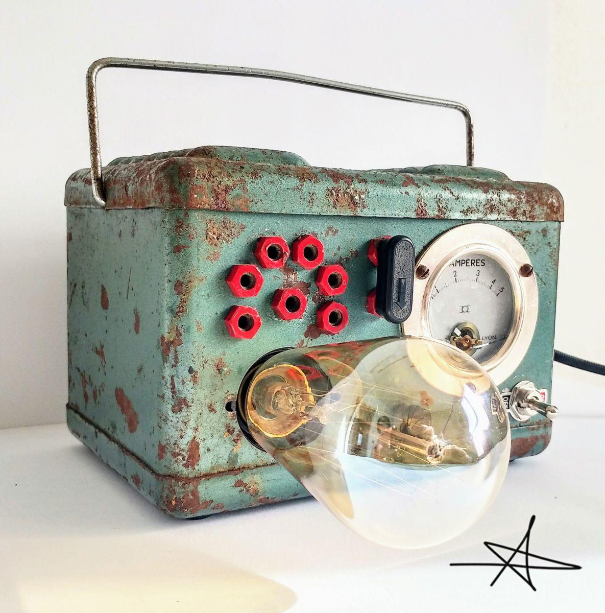lampe industrielle lampe vintage la survolt e luckyfind. Black Bedroom Furniture Sets. Home Design Ideas