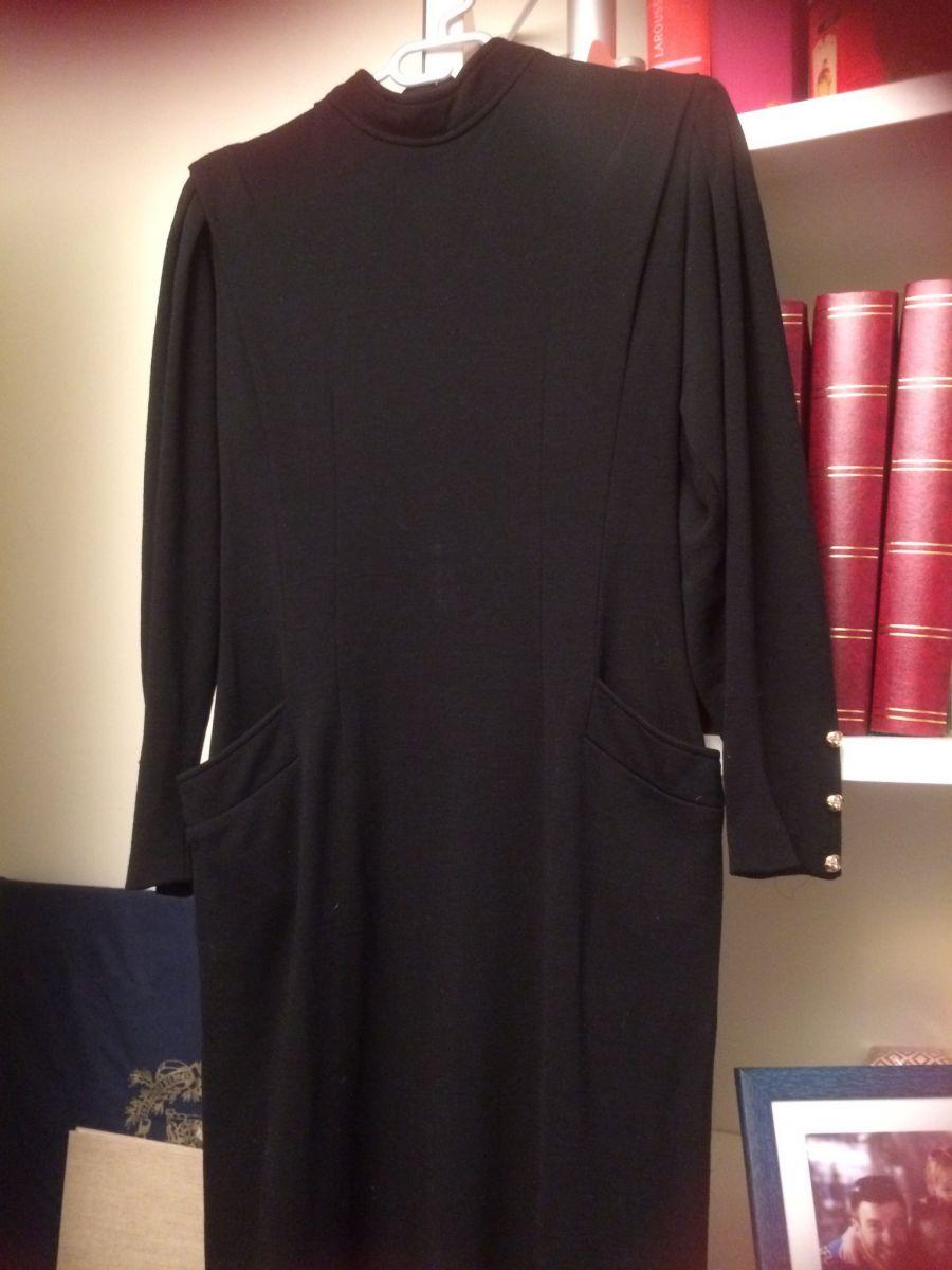 robe noire vintage luckyfind. Black Bedroom Furniture Sets. Home Design Ideas