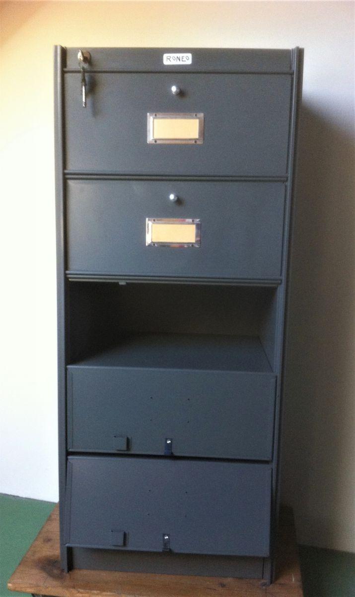 meuble industriel 5 clapets des ann es 50 luckyfind. Black Bedroom Furniture Sets. Home Design Ideas