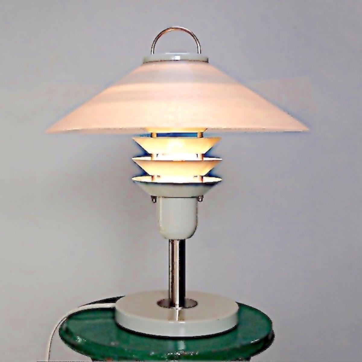 lampe poser design scandinave 1970 blanche luckyfind. Black Bedroom Furniture Sets. Home Design Ideas