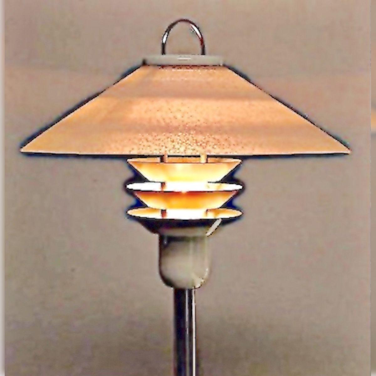 lampe sur pied design scandinave 1970 blanche luckyfind. Black Bedroom Furniture Sets. Home Design Ideas