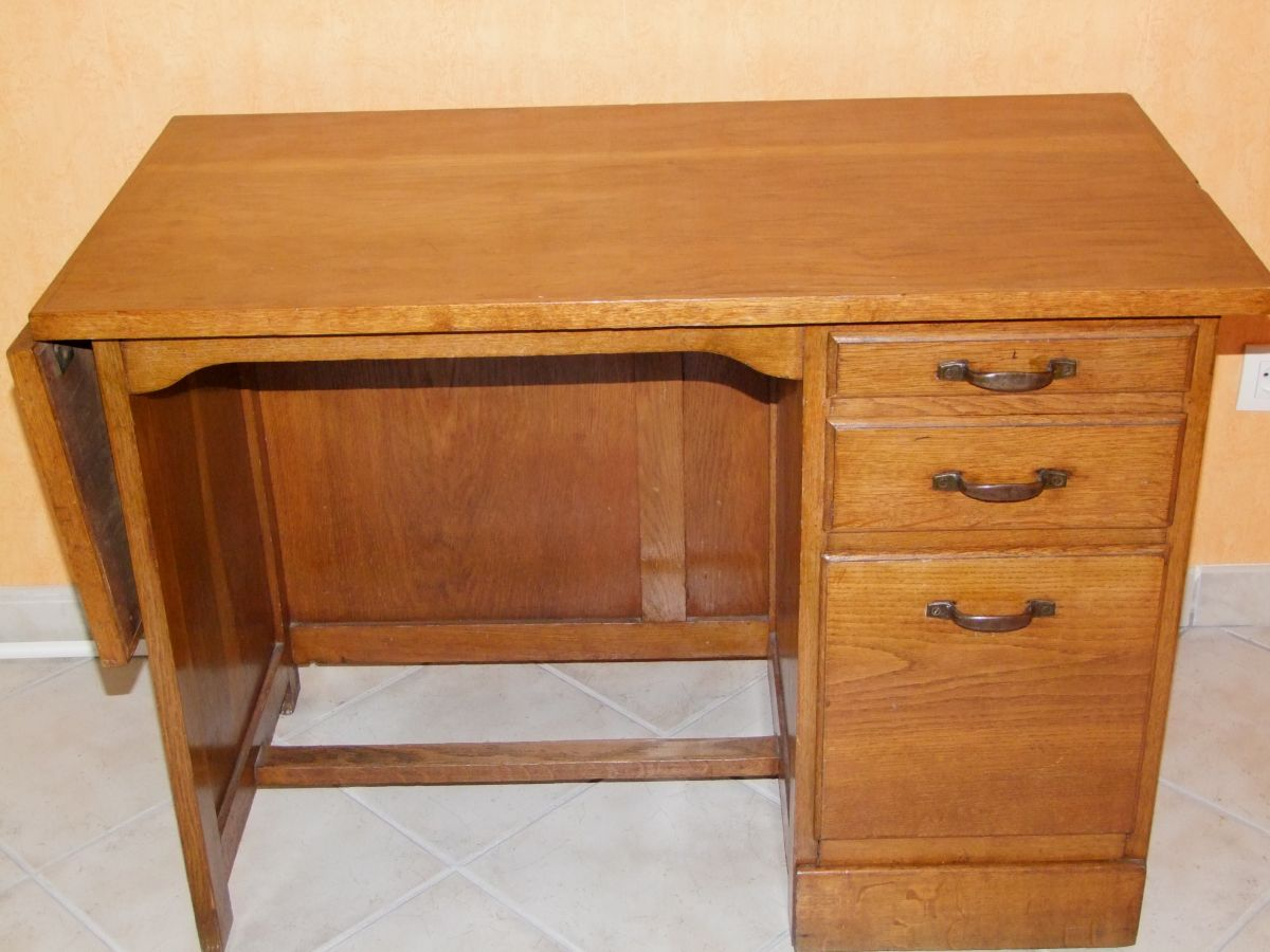 bureau ancien ann e 1950 en ch ne massif luckyfind. Black Bedroom Furniture Sets. Home Design Ideas