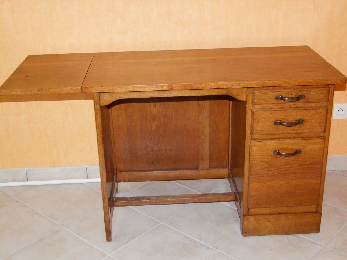 bureau ancien ann e 1950 en ch ne massif luckyfind. Black Bedroom Furniture Sets. Home Design Ideas