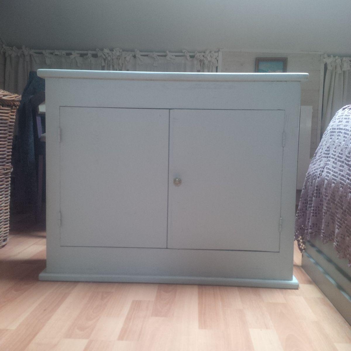 petit buffet troit luckyfind. Black Bedroom Furniture Sets. Home Design Ideas