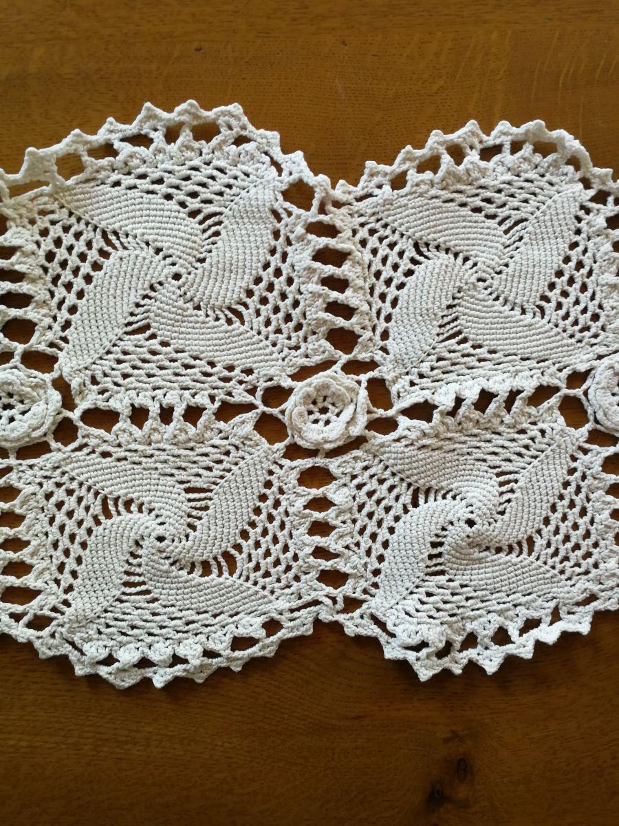 Napperon chemin de table luckyfind - Napperon crochet chemin de table ...