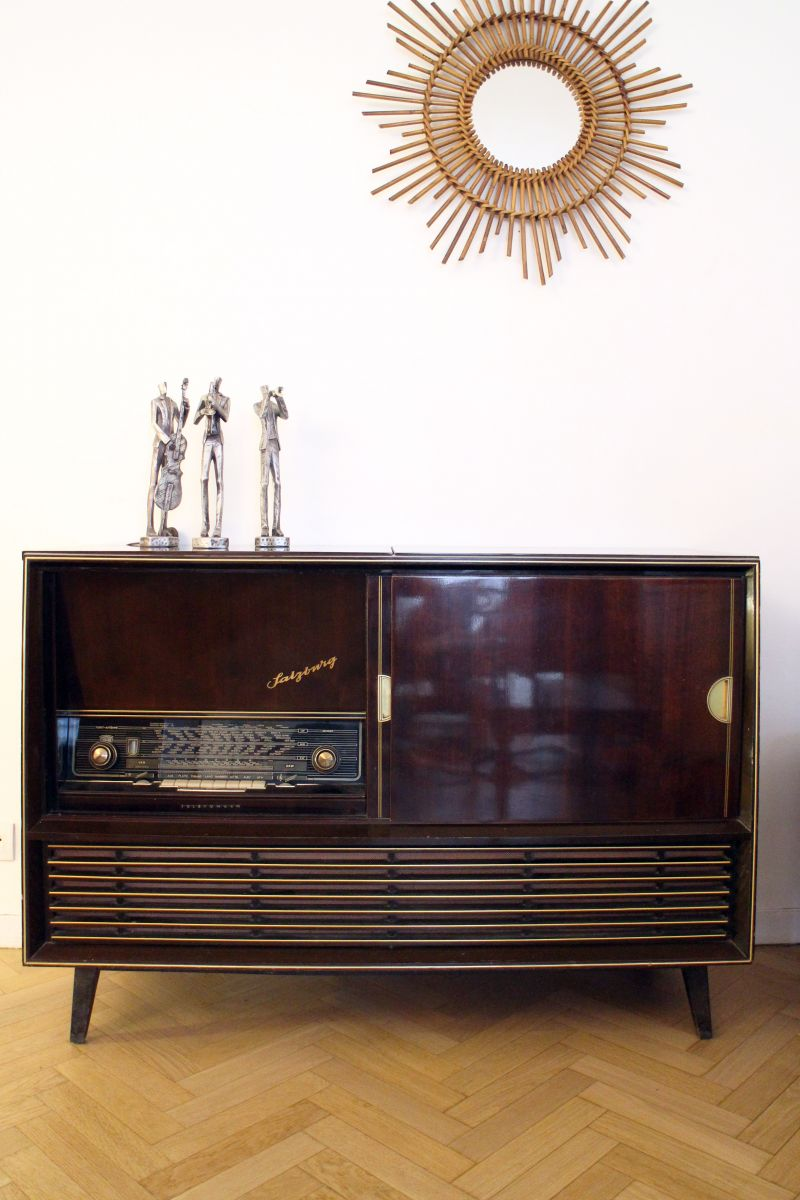 meuble enfilade radio vintage ann es 50 luckyfind. Black Bedroom Furniture Sets. Home Design Ideas