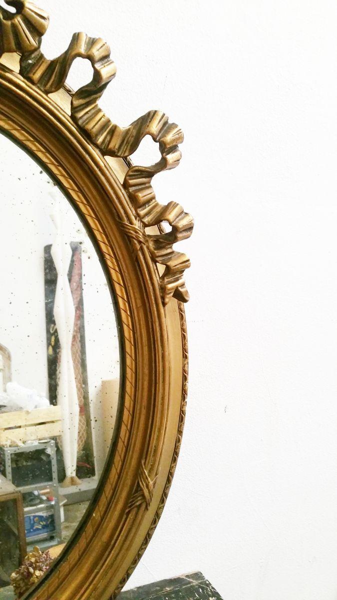 Miroir ovale ancien style louis xv luckyfind for Miroir style ancien
