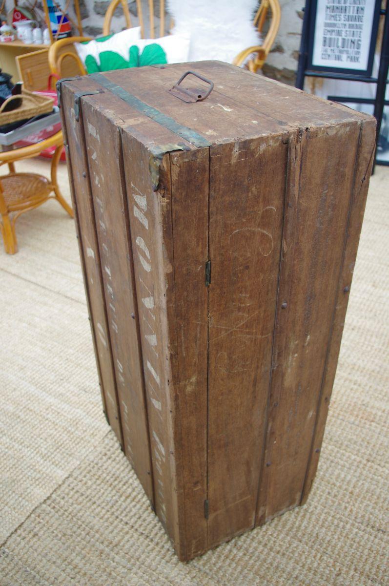 malle coffre bois top malle de voyage coffre de rangement. Black Bedroom Furniture Sets. Home Design Ideas